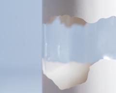 Dettaglio-decorazione-Flacone-in-vetro-con-verniciatura-e-maschera-Case-study-Indeco-Serigrafia-2